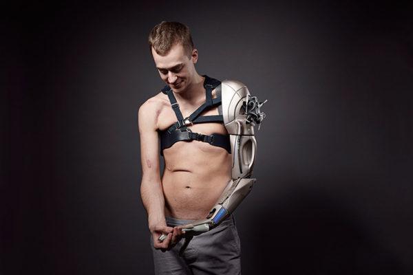 Человек с протезом