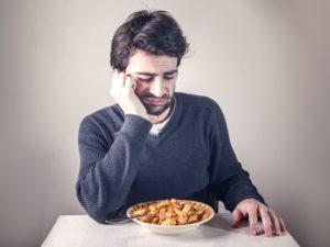 Человек отказывается от еды