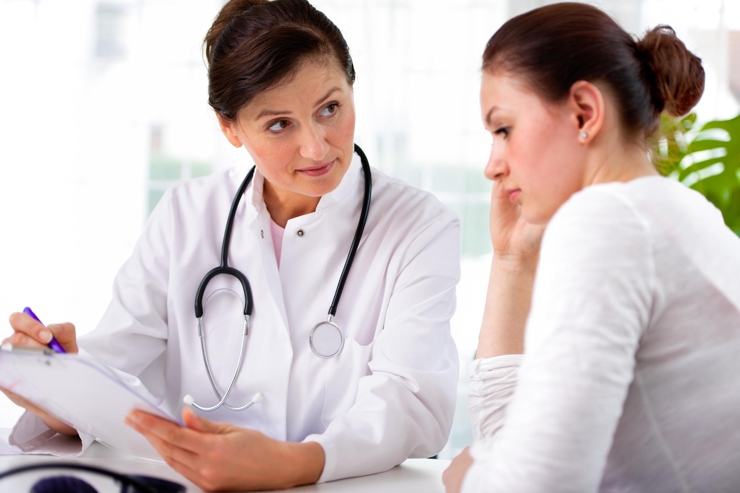Фото женщины на приеме врача