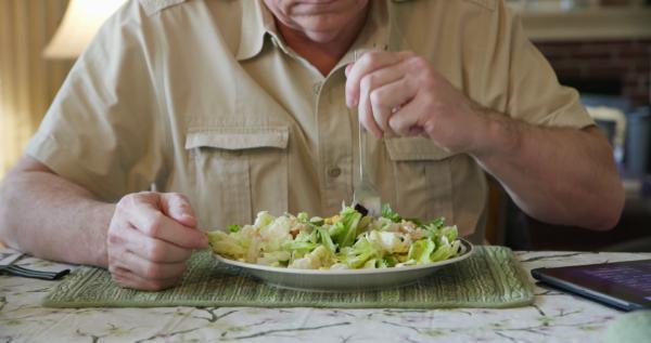 Человек есть овощной салат