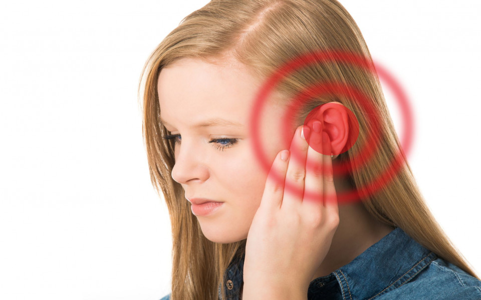 Что делать, если опухла мочка уха: самые частые причины появления отека, диагностика и способы лечения в домашних условиях