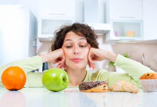 Выбор между вредной и полезной пищей