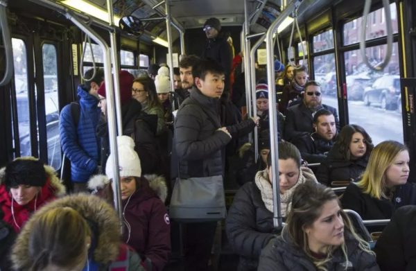 Человек в общественном транспорте