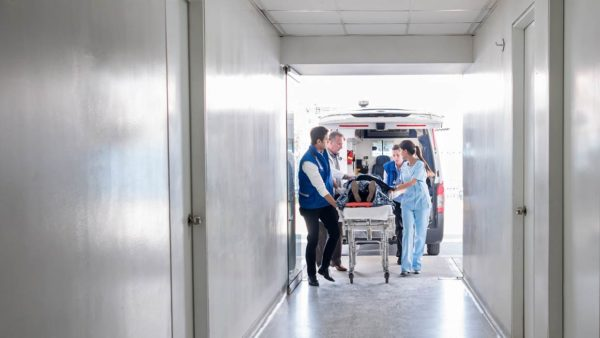 Медицинская бригада скорой помощи