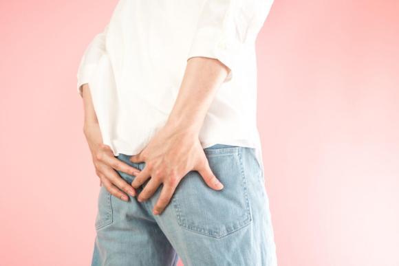 Боль в межъягодичной складке