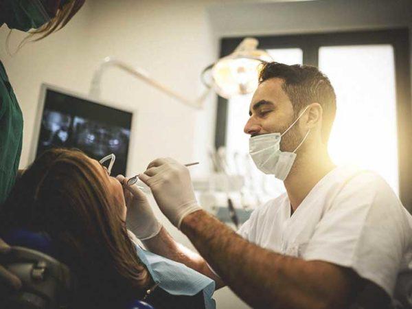 Хирургическое удаление кисты в зубе